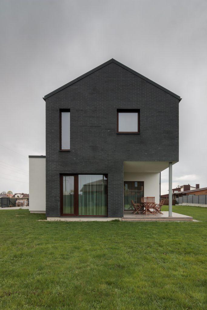 Gyvenamasis namas Vokėje - fasadas