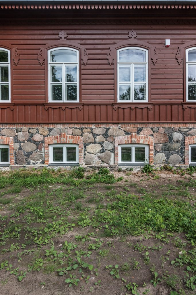 Vilkiškių dvaras - fasado fragmentas